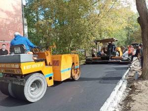 В текущем сезоне предусмотрен ремонт 35 тротуаров. 28 из них уже обновлены.