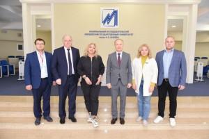 Делегация НОЦ мирового уровня «Инженерия будущего» провела встречу с ректором Мордовского государственного университета имени Н.П. Огарёва.