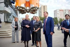 Елена Лапушкинарассказала министру о перспективах развития музейно-выставочного комплекса и представила проект строительства планетария.