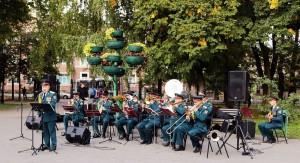 Музыканты Росгвардии поздравили жителей Самары с юбилеем