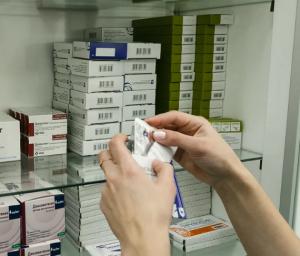 На обеспечение бесплатными лекарствами лечащихся на дому пациентов с COVID-19.