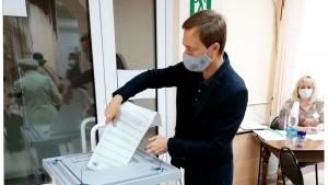Активисты «Единой России» проверили соблюдение антиковидных мер на избирательных участках