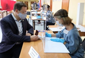 Дмитрий Азаров проголосовал на выборах депутатов Государственной и Самарской Губернской Думы