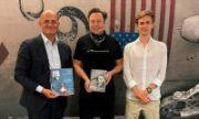 Илон Маск лично провёл экскурсию по заводу SpaceX для внука и правнука советского конструктора Сергея Королева