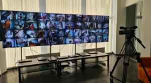 Видеокамеры на участках включены круглосуточно: даже когда участки закрыты на ночной перерыв, за мониторами продолжают следить видеонаблюдатели.