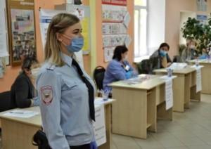 Сотрудники полиции обеспечили правопорядок на избирательных участках в Самарской области
