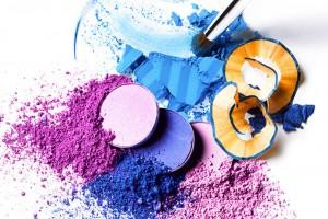 Для того чтобы сделать безупречный макияж глаз, незаменимым является такое средство декоративной косметики как тени для глаз.