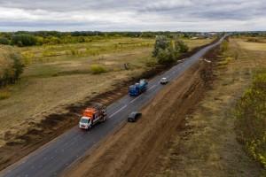 Работы завершаются установкой 157 дорожных знаков, барьерного ограждения протяжённостью 1144 пм, нанесением разметки площадью около 3000 кв м.
