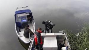 Днем ранее бесхозную лодку с поплавковыми удочками около камышей заметили рыбаки.
