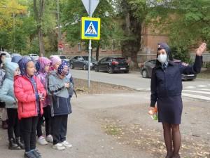Школьники Самары приняли участие в профилактической акции Шагающий автобус