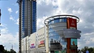 В составе объекта 2 здания: 27-этажный офисный центр, и 5-этажный торговый комплекс.