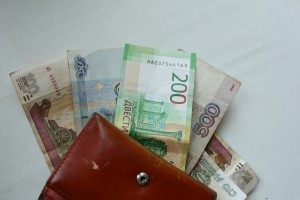 В Минтруде объяснили порядок выплаты зарплаты в выходной день