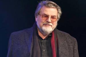 Народный артист РСФСР отметил, что уже написал заявление в Департамент культуры Москвы.