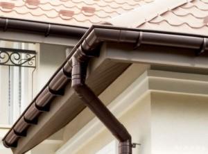 Пластиковые водостоки для крыши – особенности