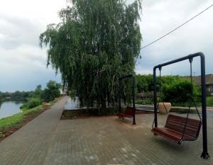 В Красноярском районе благодаря нацпроекту появилась удобная набережная, новые детские площадки и парковки.