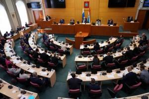 Законодательный орган региона обновился больше чем наполовину – 27 человек из 50 не избирались в предыдущем созыве и приступили к работе в качестве депутатов.
