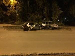 В Самаре водитель сбил столб, а тот упал на женщину
