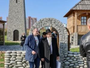 Главный раввин России Берл Лазар завершил официальный визит в Самарскую область посещениемэтнокультурного комплекса «Парк дружбы народов».