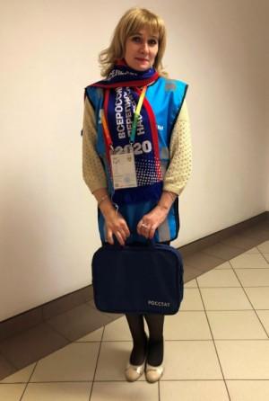 Переписчиков легко узнать – специально для них изготовлены жилеты, шарфы и сумки с символикой Всероссийской переписи населения.