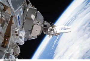 Они получили награды за большой вклад в развитие пилотируемой космонавтики и мужество.