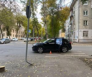 В Самаре водитель сбил молодого человека на электросамокате