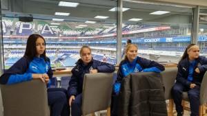 Специальными гостями на этом матче была женская команда «Крылья Советов».