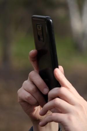 Запрет на мобильные телефоны у детей в школе поддерживают 3 из 10 родителей