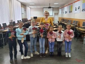 В Тольятти военнослужащие Росгвардии помогли детям поздравить своих учителей