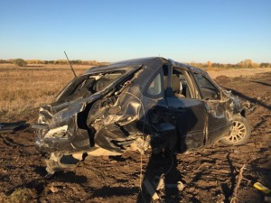В Волжском районе автомобиль перевернулся в кювет