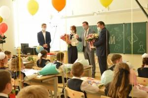Единороссы вместе с волонтерами и родителями постаралась сделать праздник незабываемым для педагогов региона.