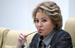 Матвиенко также отметила, что принудительной вакцинации откоронавируса вРоссии нет ибыть неможет.