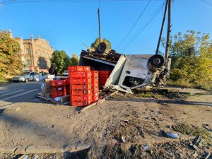 Грузовая ГАЗель перевернулась в Самаре, водитель погиб