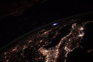 На границе с космосом заметили необычное свечение