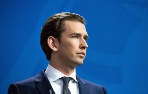Уходя с поста канцлера, Курц остаётся председателем партии и лидером фракции в парламенте.