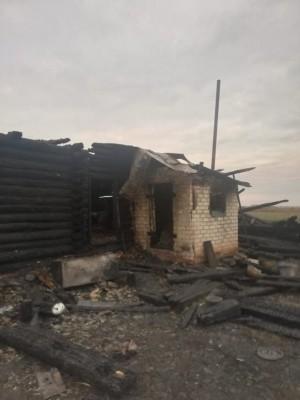 По предварительной информации, причиной пожара явилось нарушение требований пожарной безопасности при эксплуатации газового прибора.