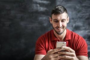 Казалось бы, телефон вы покупали совсем недавно, а уже сегодня начинаете замечать, что он работает не так быстро, как еще месяц или два назад.
