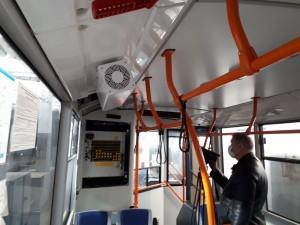 Рециркулятор работает постоянно пока движется транспорт. Вентилятор затягивает воздух из салона и очищает УФ-лучами.