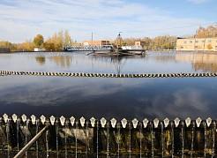 Сточные воды со всей Самары – порядка 600 тысяч кубических метров воды в круглосуточном режиме поступают на городские очистные канализационные сооружения.