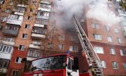 Пожарные спасли 15 человек, оставшихся в квартирах, при пожаре на улицеНово-Садовой
