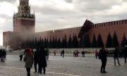 Из-за сильного ветра упали строительные леса на кремлевской стене