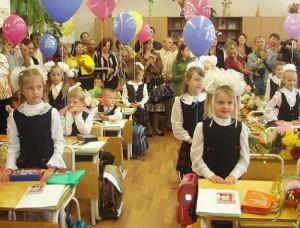 В Госдуме предложили начинать учебный год c 1 октября из-за изменений климата   Депутаты считают, что детям необходимо больше отдыхать в теплое время года.
