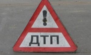 В Тольятти водитель легковушки сбил пешехода и врезался в металлическую конструкцию Пожилой пешеход попал в больницу.