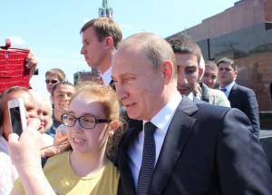 Перед выборами президент хочет показать, что «о жизни простых россиян он тоже не забывает», считают политологи.
