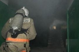 На ул. Гагарина в Самаре 27 человек тушили пожар Горели домашние вещи.
