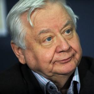 Медики называют состояние Олега Табакова крайне тяжелым Медики поддерживают актера в состоянии искусственной комы.