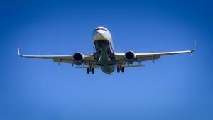 В Госдуму внесли поправки об увеличении штрафов за задержку авиарейсов В настоящее время сумма составляет всего 25 рублей в час.