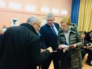На встрече с жителями дома Елена Лапушкина подчеркнула, что ситуация будет находиться на особом контроле до полного ее разрешения.