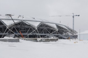 Подрядчики смонтировали козырьки над зрительскими трибунами на стадионе «Самара Арена».