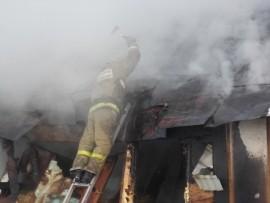 В Чапаевске горела крыша дома на 100 кв. метрах Пожар тушили 17 человек.