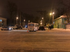 В Самаре произошла дорожная авария с участием пассажирского автобуса в городе  ДТП произошло на проспекте Кирова.
